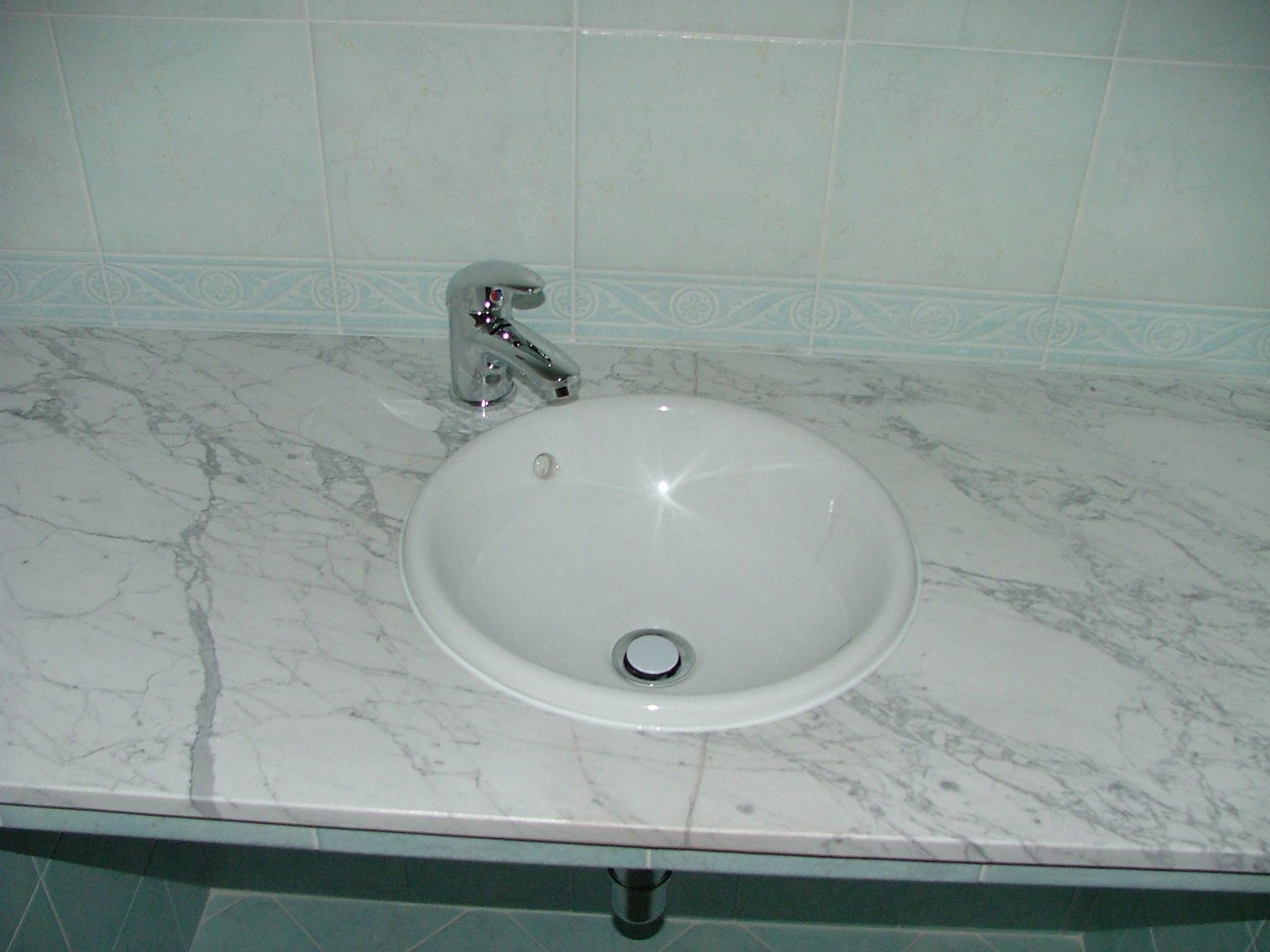 bagno lavandino incassato in piana marmo di carrara