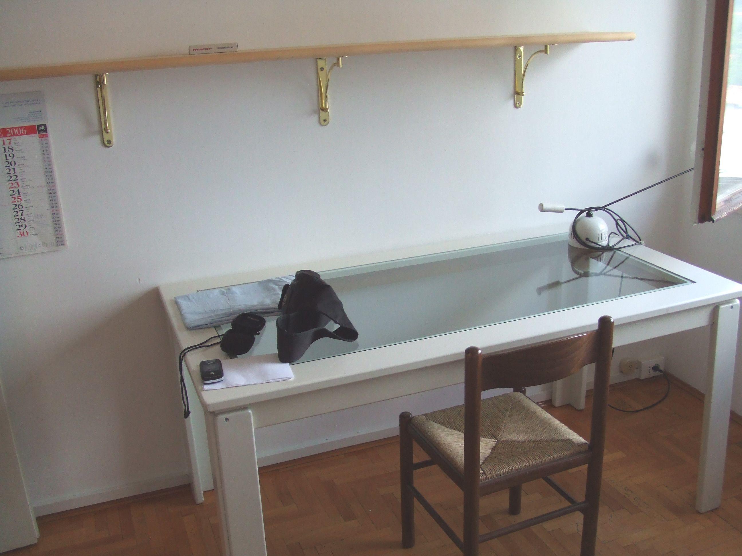 Simple mensola scrivania with mensola scrivania for Mensole per ufficio