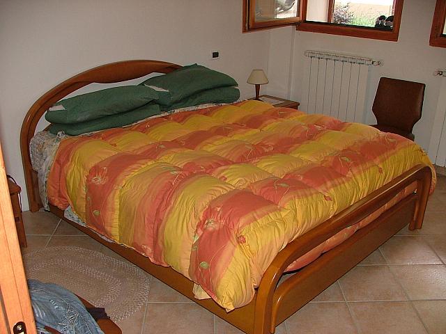 Camera matrimoniale letto - Misure letto matrimoniale italiano ...